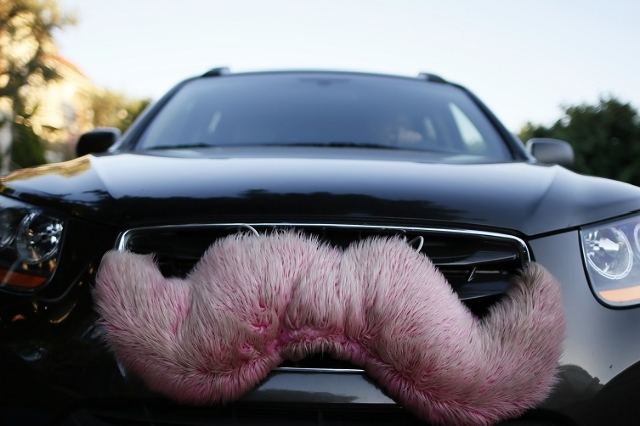 A driver with the ride-sharing service Lyft waits for a customer on a street in Santa Monica, California October 17, 2013. (Lucy Nicholson/Reuters)