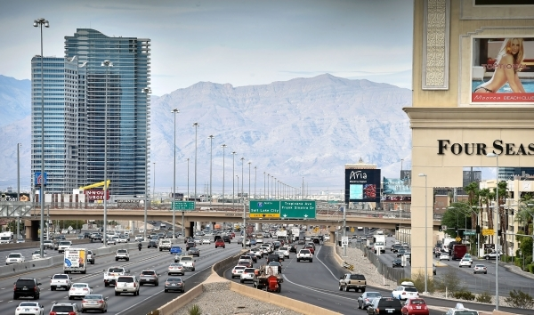 Northbound vehicle traffic travels along the collector and auxiliary road that parallels Interstate 15 just north of Russell Road Monday, Sept. 28, 2015, in Las Vegas. David Becker/Las Vegas Revie ...
