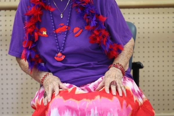 Paulisca Buckholz, 84, participates in a burlesque dance class at Derfelt Senior Center in Lorenzi Park in Las Vegas on Thursday, Oct. 1, 2015. It was the first time the class was being held. Chas ...