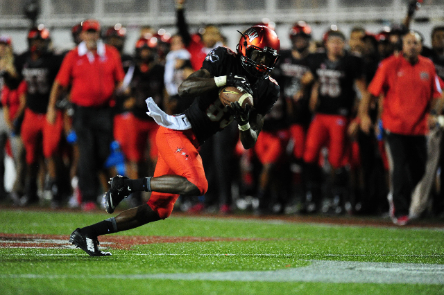 UNLV Rebels wide receiver Devonte Boyd (83) catches the go-ahead touchdown pass against San Jose State late in the fourth quarter of their NCAA Football game at Sam Boyd Stadium in Henderson Satur ...