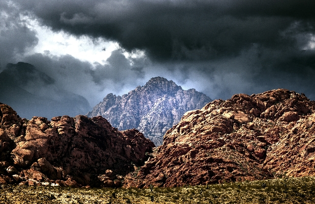 Ominous clouds roll into Red Rock Canyon on  Tuesday, Oct. 6,2015.  Jeff Scheid/ Las Vegas Review-Journal Follow @jlscheid