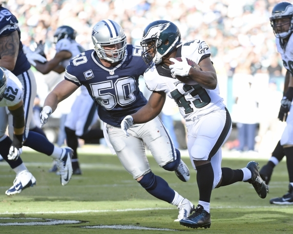 Sep 20, 2015; Philadelphia, PA, USA; Dallas Cowboys outside linebacker Sean Lee (50) closes in to make a tackle on Philadelphia Eagles running back Darren Sproles (43) during the first quarter at  ...