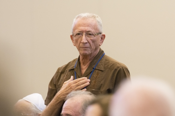Benny Rudy speaks from the audience during a panel discussion on the Syrian refugee crisis at Temple Sinai in Las Vegas Sunday, Oct. 11, 2015. Jason Ogulnik/Las Vegas Review-Journal