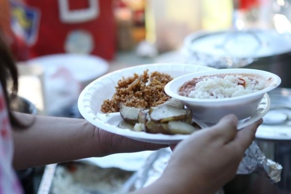 Food is served by volunteers with Food Not Bombs at Huntridge Circle Park in Las Vegas on Sunday, Oct. 11, 2015. (Erik Verduzco/Las Vegas Review-Journal)