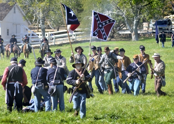 Confederate troops charge Union forces at Spring Mountain Ranch State Park on Saturday, Oct. 24, 2015. (Bill Hughes/Las Vegas Review-Journal)