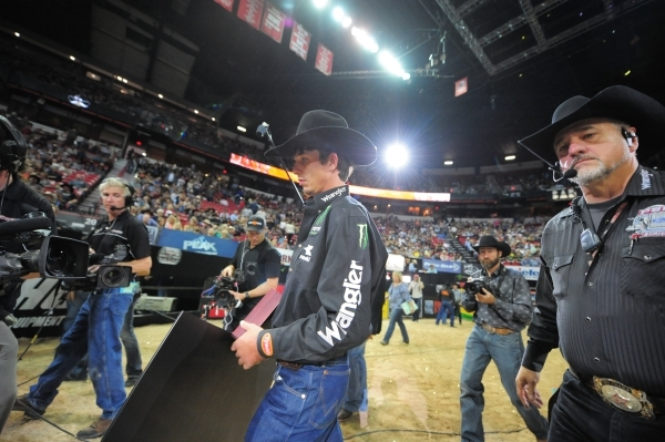 290d3bba J.B. Mauney, center, walks to the podium after winning the PBR Championship  during the