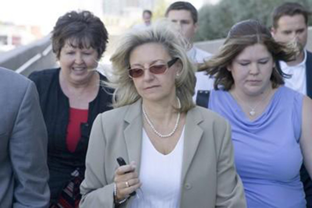 Erin Kenny, center, leaves the Lloyd George Federal Courthouse, after being sentenced, July 18, 2007. (CLINT KARLSEN/REVIEW-JOURNAL FILE)