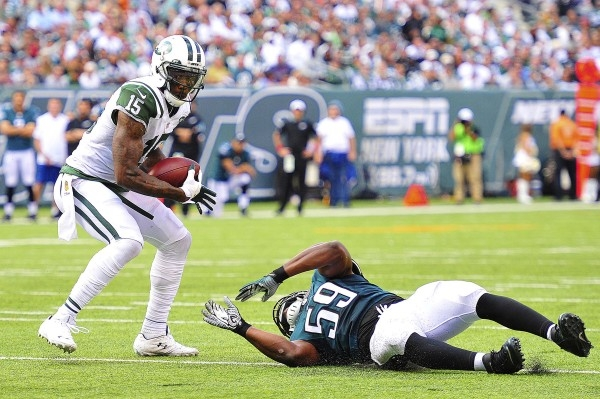 Sep 27, 2015; East Rutherford, NJ, USA; New York Jets wide receiver Brandon Marshall (15) looks to avoid tackle attempts from Philadelphia Eagles inside linebacker DeMeco Ryans (59) during the fou ...