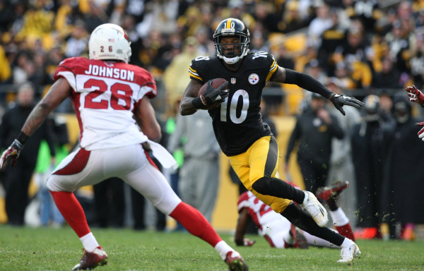 Oct 18, 2015; Pittsburgh, PA, USA; Pittsburgh Steelers wide receiver Martavis Bryant (10) runs the ball against Arizona Cardinals safety Rashad Johnson (26) during the second half at Heinz Field.  ...