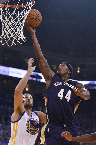 October 27, 2015; Oakland, CA, USA; New Orleans Pelicans forward Dante Cunningham (44) shoots the basketball against Golden State Warriors center Andrew Bogut (12) during the first quarter at Orac ...