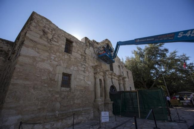Men use a lift to repair and restore stonework along the curved facade of the Alamo in San Antonio, Texas October 26, 2015. (Reuters/Adrees Latif)