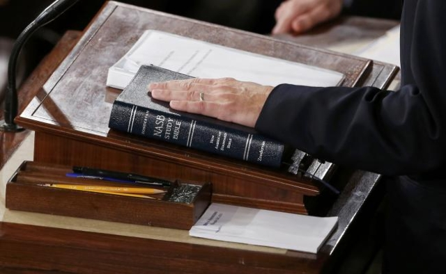 Newly elected Speaker of the U.S. House of Representatives Paul Ryan places his hand on a bible as he is sworn in on Capitol Hill in Washington, Oct.29, 2015. (Jonathan Ernst/Reuters)