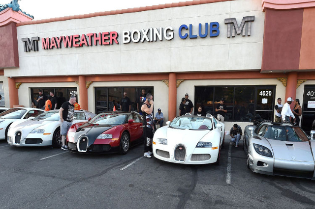 Floyd Mayweather Loses 4 Luxury Cars In Trailer Fire Las