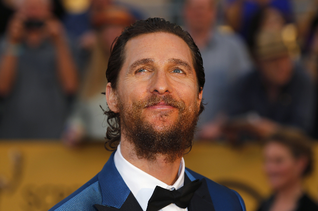 """Actor Matthew McConaughey of the film """"Interstellar"""" poses on arrival at the 21st annual Screen Actors Guild Awards in Los Angeles, Jan. 25, 2015.  (Mike Blake/Reuters)"""