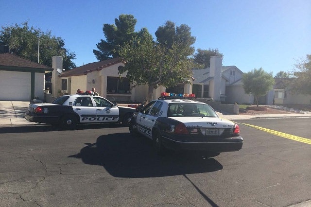 One woman is dead and a man is barricaded inside a southeast valley home in a standoff with Las Vegas police Friday morning. (Bizuayehu Tesfaye/Las Vegas Review-Journal)