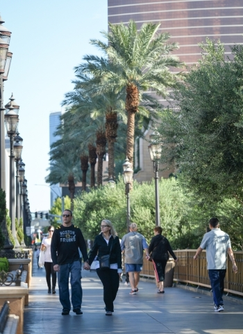 Walkers enjoy cool morning weather while walking on the Las Vegas Strip, Monday, Oct. 19, 2015. (Brett LeBlanc/Las Vegas Review-Journal Follow @bleblancphoto)