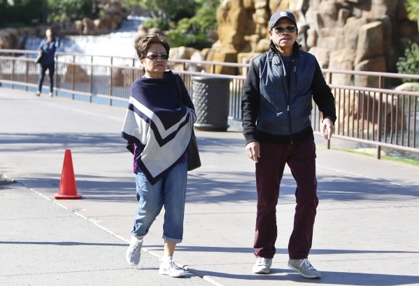 Tourists wearing a blanket scarf and a jacket walk during cool morning weather along Las Vegas Boulevard, near the Treasure Island hotel-casino on Tuesday, Oct. 20, 2015. Bizuayehu Tesfaye/Las Veg ...
