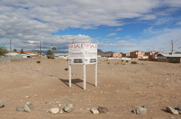A vacant parcel on Jefferson Blvd., east of Moser Drive in Henderson is shown Thursday, Oct. 29, 2015. Habitat for Humanity is proposing building 20 new homes in Henderson in a neighborhood just e ...
