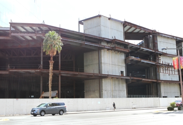 Fontainebleau, a shuttered project at the north end of the Las Vegas Strip is shown on Tuesday, Oct. 3, 2015. (Bizuayehu Tesfaye/Las Vegas Review-Journal Follow @bizutesfaye)