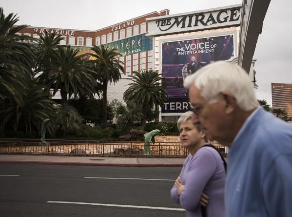A couple walks toward The Mirage hotel/casino on Tuesday, Nov. 10, 2015.Jeff Scheid/ Las Vegas Review-Journal Follow @jlscheid