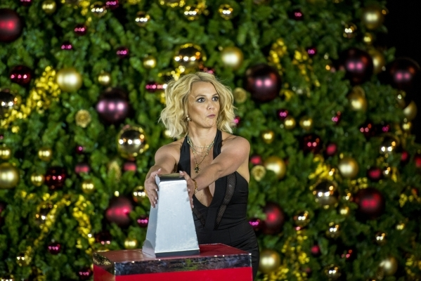 Britney Spears lights Christmas tree at The Linq — PHOTOS – Las ...