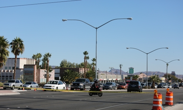 Traffic is turned around on East Flamingo Road near South Pecos Road after a man that allegedly robbed a bank killed himself in his car on Friday, Nov. 13, 2015. Brett Le Blanc/Las Vegas