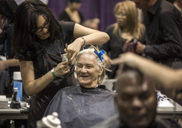 Yelena Lopez with SmartStyle cuts Caroly Jordan's hair during Project Homeless Connect  at Cashman Center at 850 N. Las Vegas Boulevard on Tuesday, Nov. 17, 2015. About 400 volunteers helped ...