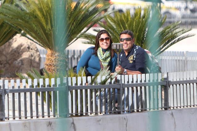 A couple take a 'selfie' during a warm morning on Las Vegas Boulevard near MGM Grand hotel-casino on Monday, Nov. 23, 2015.  Bizuayehu Tesfaye/Las Vegas Review-Journal Follow @bizutesfaye