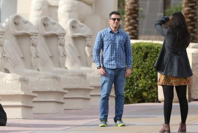 A tourist poses for a photo outside the Luxor hotel-casino during a warm morning along Las Vegas Boulevard on Monday, Nov. 23, 2015.  Bizuayehu Tesfaye/Las Vegas Review-Journal Follow @bizutesfaye