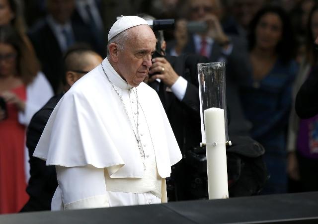 Pope Francis prays for the victims at the September 11, 2001 memorial in New York, September 25, 2015.  (REUTERS/Shannon Stapleton)