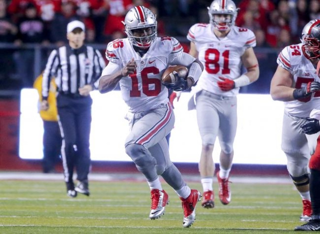 Oct 24, 2015; Piscataway, NJ, USA; Ohio State Buckeyes quarterback J.T. Barrett (16) runs with the ball during the second quarter against the Rutgers Scarlet Knights at High Points Solutions Stadi ...
