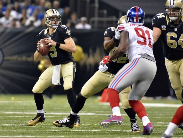 Nov 1, 2015; New Orleans, LA, USA; New Orleans Saints quarterback Drew Brees (9) drops back to make a pass during the first quarter of the game against the New York Giants at the Mercedes-Benz Sup ...