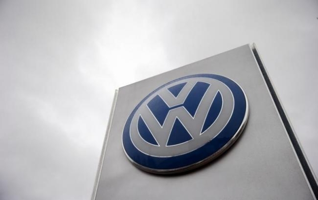 A VW sign is seen outside a Volkswagen dealership in London, Britain November 5, 2015. (Suzanne Plunkett/Reuters)