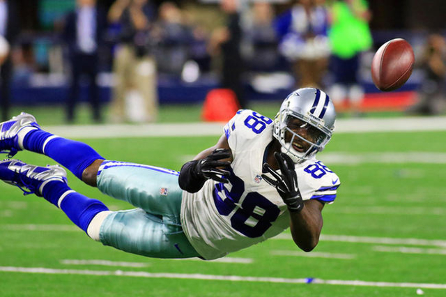 Nov 8, 2015; Arlington, TX, USA; Dallas Cowboys wide receiver Dez Bryant (88) cannot come up with the catch  against the Philadelphia Eagles during fourth quarter of a game at AT&T Stadium. Ea ...