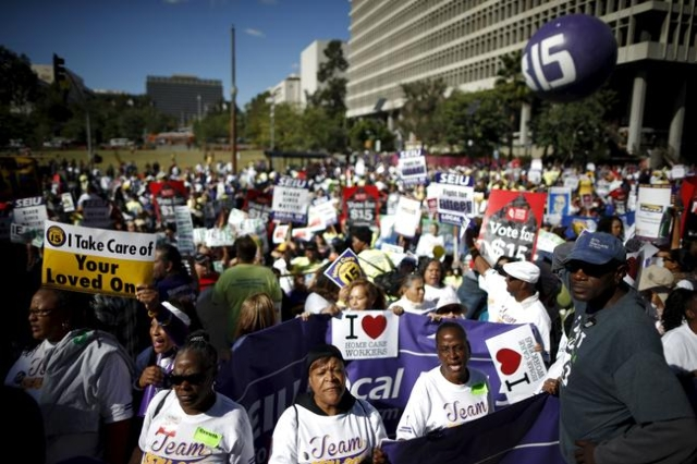 Fast-food workers and their supporters join a nationwide protest for higher wages and union rights in Los Angeles, California, United States, November 10, 2015. (Lucy Nicholson/Reuters)