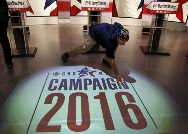 A worker cleans the stage in preparation for the debate for the 2016 U.S. Democratic presidential candidates at Drake University in Des Moines, Iowa, United States, November 14, 2015.   REUTERS/Ji ...