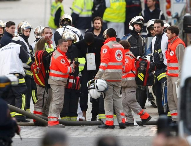 French medical rescue workers evacuate an injured member of police forces during an operation at the scene in Saint-Denis, near Paris, France, November 18, 2015 to catch fugitives from Friday nigh ...