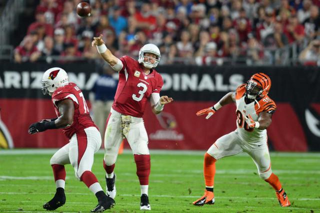 Arizona Cardinals quarterback Carson Palmer (3) throws a pass against the Cincinnati Bengals during the first half at University of Phoenix Stadium. Mandatory Credit: Joe Camporeale-USA TODAY Sports