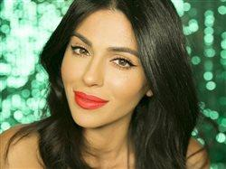 Simple steps to gorgeous holiday hair and makeup
