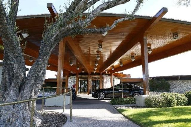 The Las Vegas Country Clubhouse entrance is shown on 3000 Joe W. Brown Drive, Friday, Nov. 20, 2015. (Bizuayehu Tesfaye/Las Vegas Review-Journal) Follow @bizutesfaye