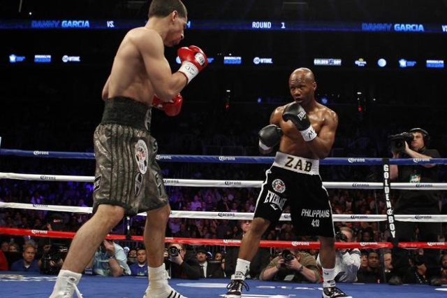 Danny Garcia and Zab Judah (R), both of the U.S., fight during their WBA/WBC lightweight title fight in Brooklyn, New York April 27, 2013. Garcia won by unanimous decision. (Adam Hunger/Reuters)