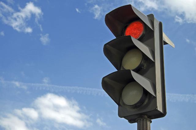 Red traffic light (Thinkstock)