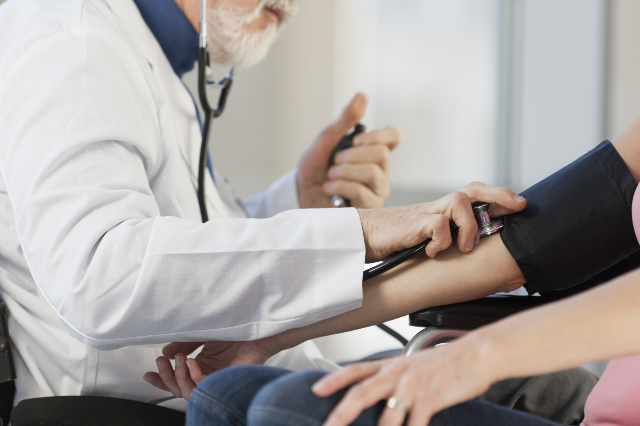 Doctor checking the blood pressure of a patient. (Thinkstock)