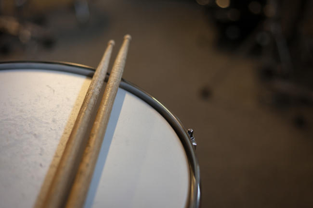 Snare Drum with pair of sticks
