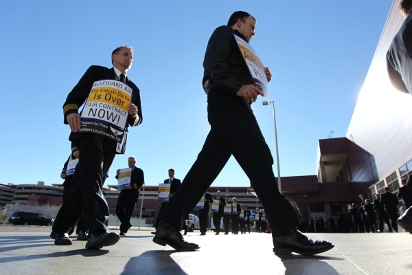 Allegiant Air pilots participate in a picket line to call for a better contract at McCarran International Airport Terminal 1 on, Jan. 13. (Erik Verduzco/Las Vegas Review-Journal)