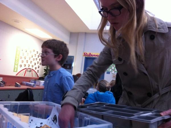 Justine Olshan, a senior at Coronado High School, helps Twitchell Elementary students assemble robots Dec. 2. Cassandra Keenan/View