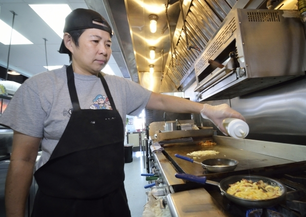 Chef Jackie Lim adds truffle oil while making a Breakfast Mac þÄôN Cheese at the Truffles N Bacon Cafe at 8872 S. Eastern Ave. in Las Vegas on Saturday, Dec. 5, 2015. The dish is made wit ...