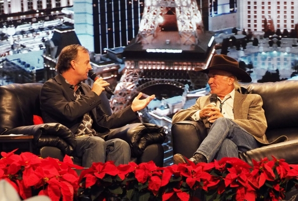Rodeo comedian Flint Rasmussen tries to keep cowboys laughing | Las