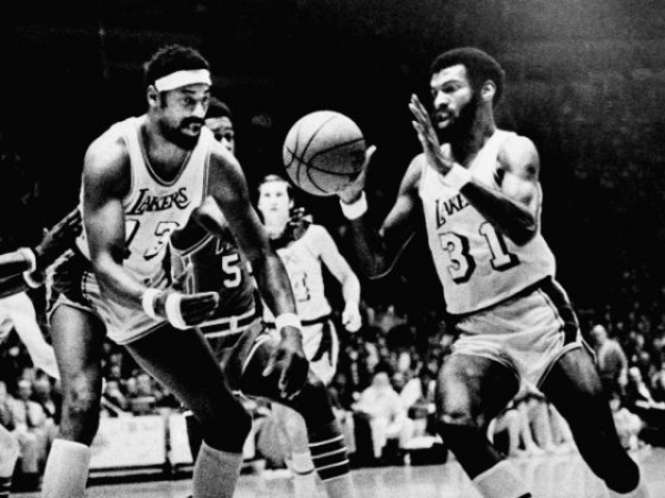 Former UNLV player John Q. Trapp (31) goes after a loose ball with then-Los Angeles Lakers great Wilt Chamberlain during a game in the 1971-72 season.