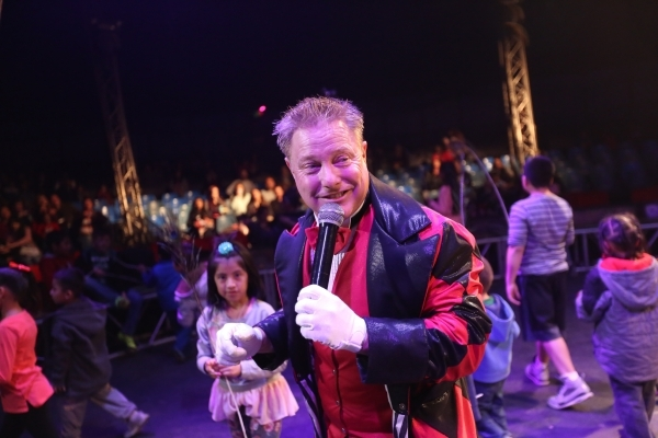 Jon Weiss hosts the pre-show for the opening night of Circus Vargas at the Meadows Mall parking lot in Las Vegas Thursday, Dec. 11, 2015. Rachel Aston/Las Vegas Review-Journal Follow@rookie__rae